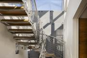 Фото 64 Лестница на второй этаж (120 фото): современные варианты оформления в частном доме