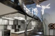 Фото 39 Лестница на второй этаж (120 фото): современные варианты оформления в частном доме