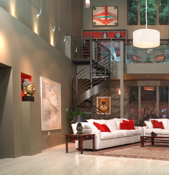 Переходный дизайн легкой металлической винтовой лестницы, идеально вписывающийся в двухуровневый модерн