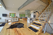 Фото 38 Лестница на второй этаж (120 фото): современные варианты оформления в частном доме