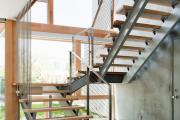 Фото 73 Лестница на второй этаж (120 фото): современные варианты оформления в частном доме