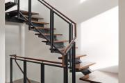 Фото 37 Лестница на второй этаж (120 фото): современные варианты оформления в частном доме