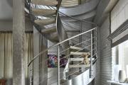 Фото 34 Лестница на второй этаж (120 фото): современные варианты оформления в частном доме