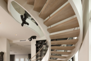Фото 24 Лестница на второй этаж (120 фото): современные варианты оформления в частном доме