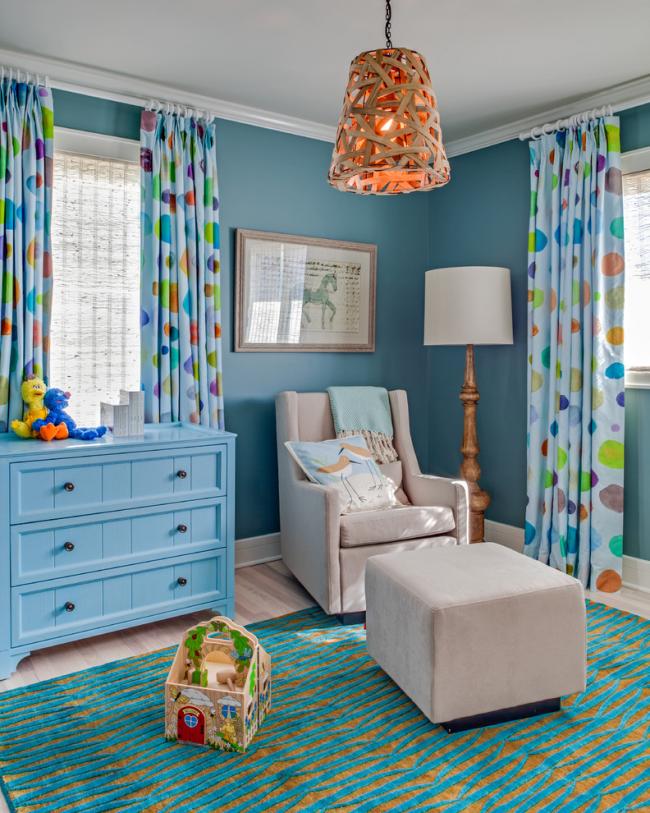 Креативная люстра в эко-стиле в голубой детской комнате