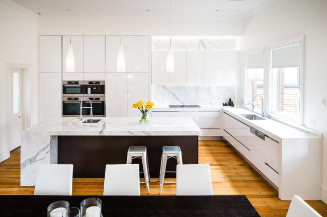 маленькие мойки на кухню: на большой кухне можно установить сразу две мойки. Одну использовать для мытья посуды, а вторую для приготовления пищи