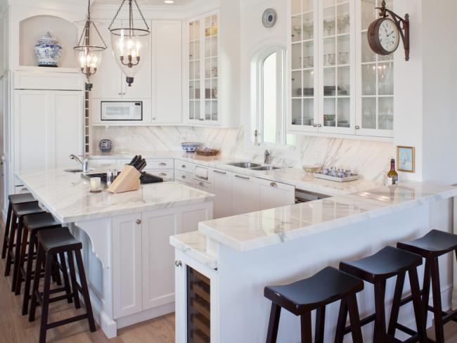 Два варианта моек на одной кухне - с одной и двумя чашами
