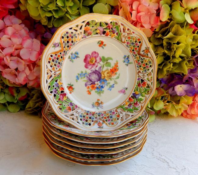 Набор фарфоровых пирожковых тарелок с ярким рисунком