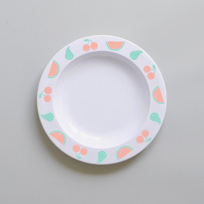 Очень милая пластмассовая пирожковая тарелка для ребенка