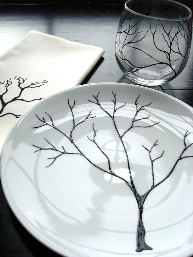 Белоснежная пирожковая тарелка с ручной росписью