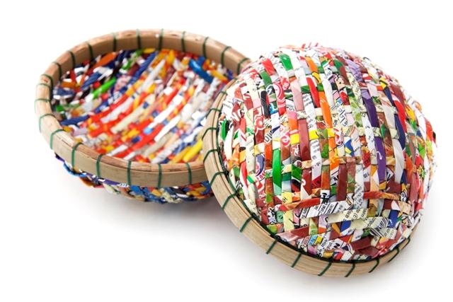 Корзинка для рукоделия с деревянным краем из пяльцев