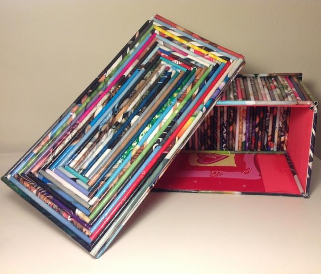 Коробочка для мелочей из картона, оклеенная трубочками из глянцевого журнала