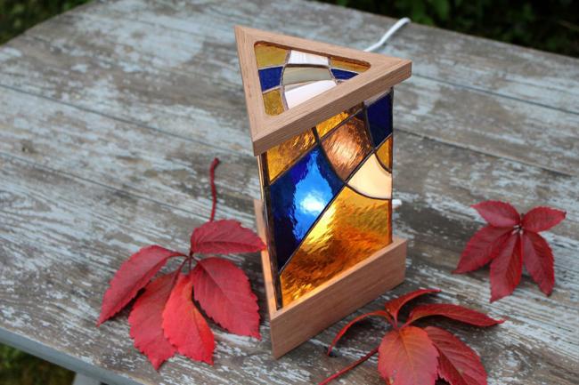 Самодельный ночник треугольной формы с витражной росписью