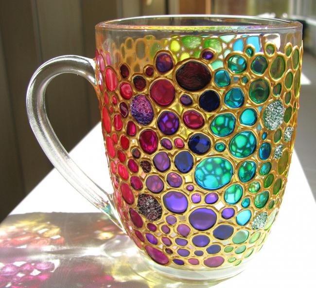 Декор стеклянной чашки витражными красками