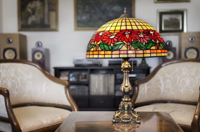 Антикварная настольная лампа с витражной росписью под Тиффани