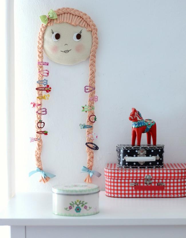 Необычный настенный органайзер для резиночек и заколочек, отлично подойдет для детской комнаты девочки