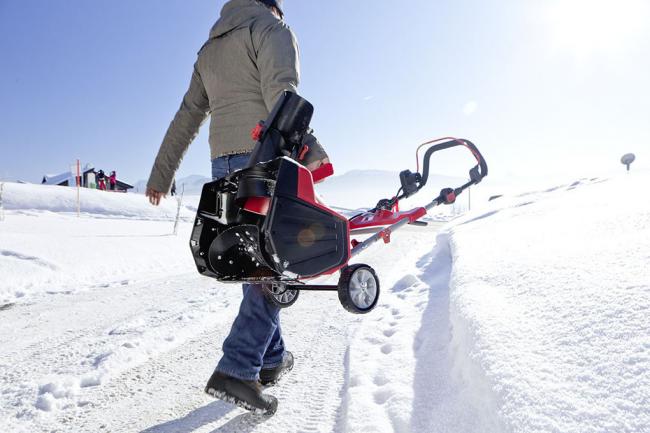 Легкий, мощный и удобный снегоуборщик для небольших площадей