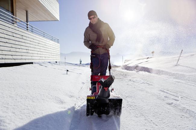 Снегоуборщик - отличный помощник в борьбе со снежной стихией
