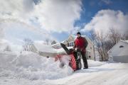 Фото 30 Бензиновые самоходные снегоуборщики: рейтинг и сравнение популярных моделей