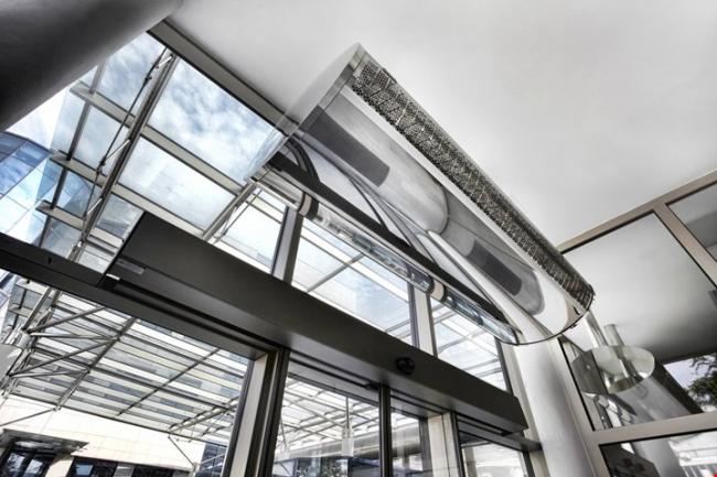 Воздушно-тепловая завеса в стиле хай тек