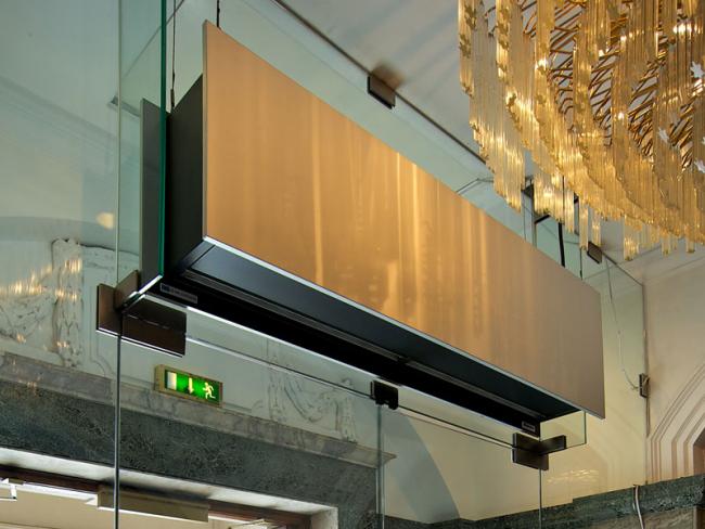 Стильная электрическая тепловая завеса для узкой двери