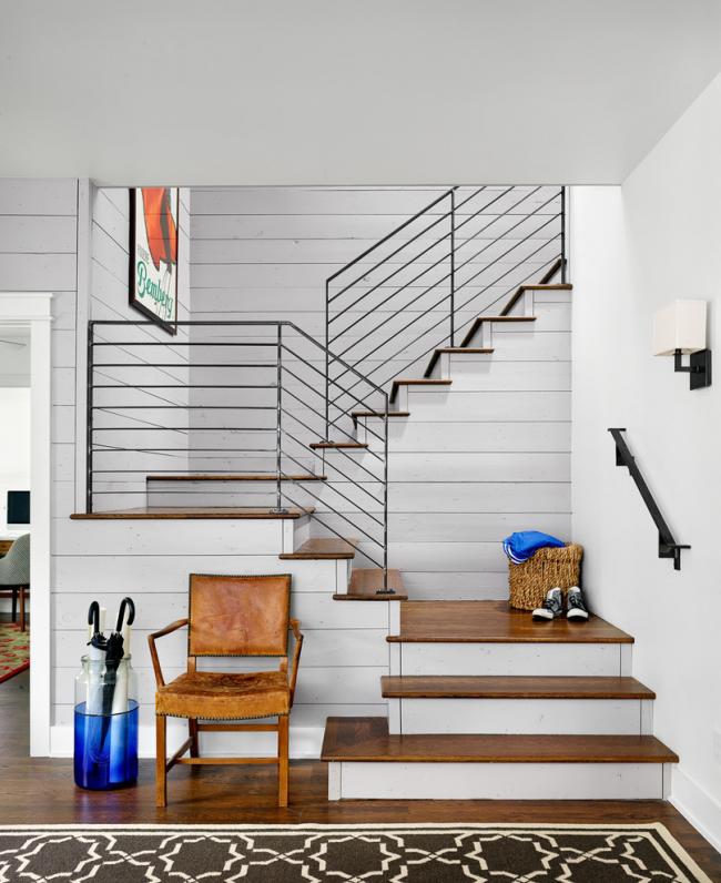 Простая конструкция позволяет провести монтаж трехмаршевой лестницы самостоятельно