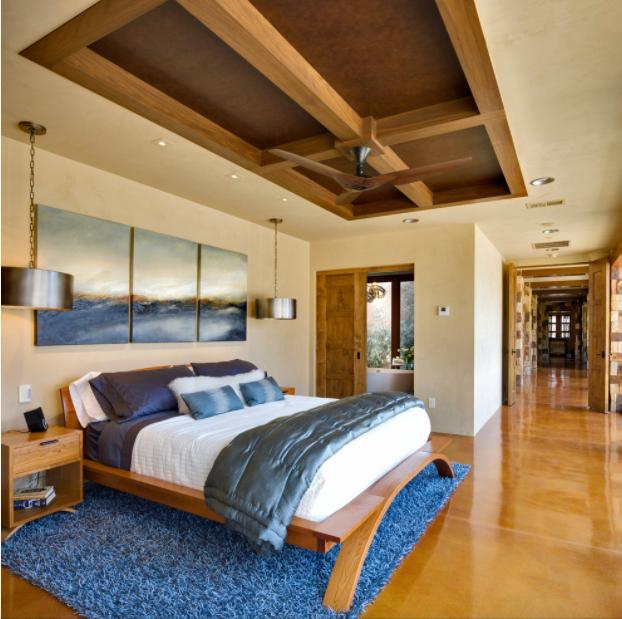 Гармоничное сочетание мебели из ясеня (тумбочка, кровать) с лакированным полом из лиственницы