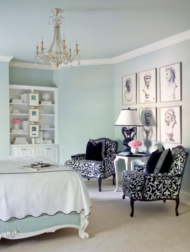 Пример декорирования стены с помощью изображений в интерьере в классическом стиле