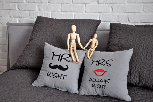 Креативная идея надписи на подушках своими руками