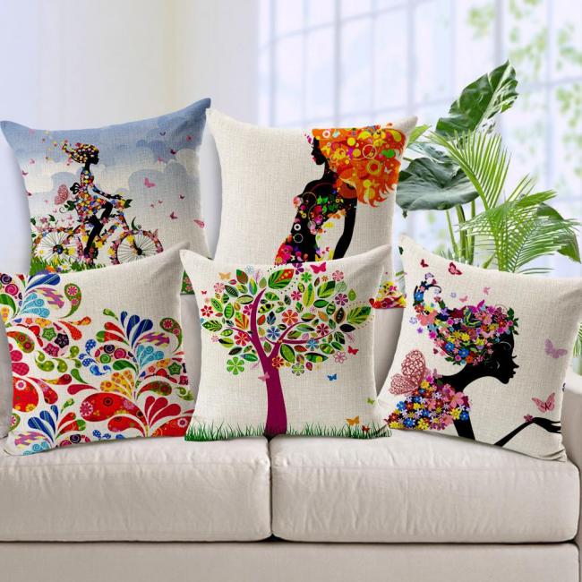 Насыщенные оттенки и принты на подушках создадут праздничную атмосферу в доме