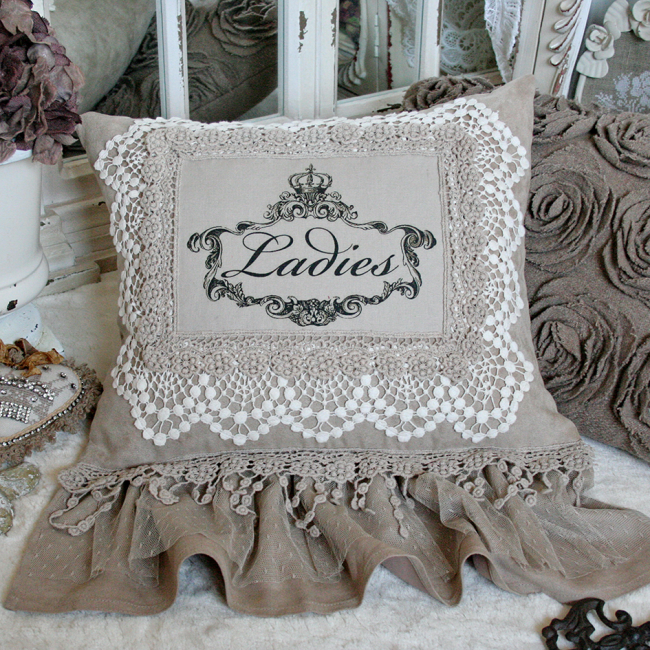 Льняная подушечка, оформленная в винтажном стиле