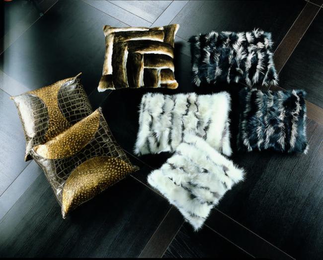 Роскошные меховые и кожаные подушечки