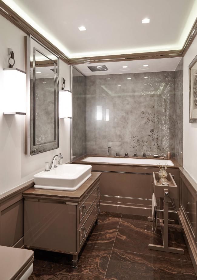 Неоновая подсветка для декора потолка небольшой ванной комнаты