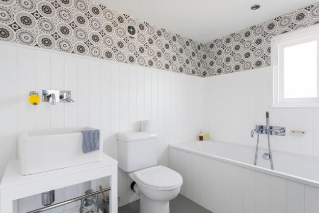 Отделка маленькой ванной комнаты пластиковыми панелями