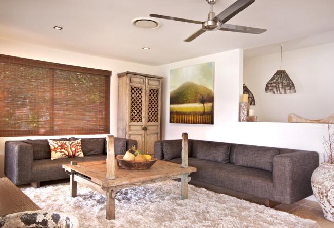 Большой плотный чехол для длинного дивана в гостиной