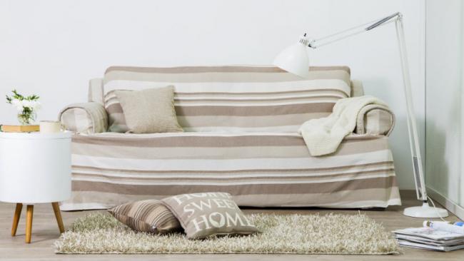 Еврочехлы на диваны и кресла: хлопковый диванный еврочехол в полоску в современном интерьере