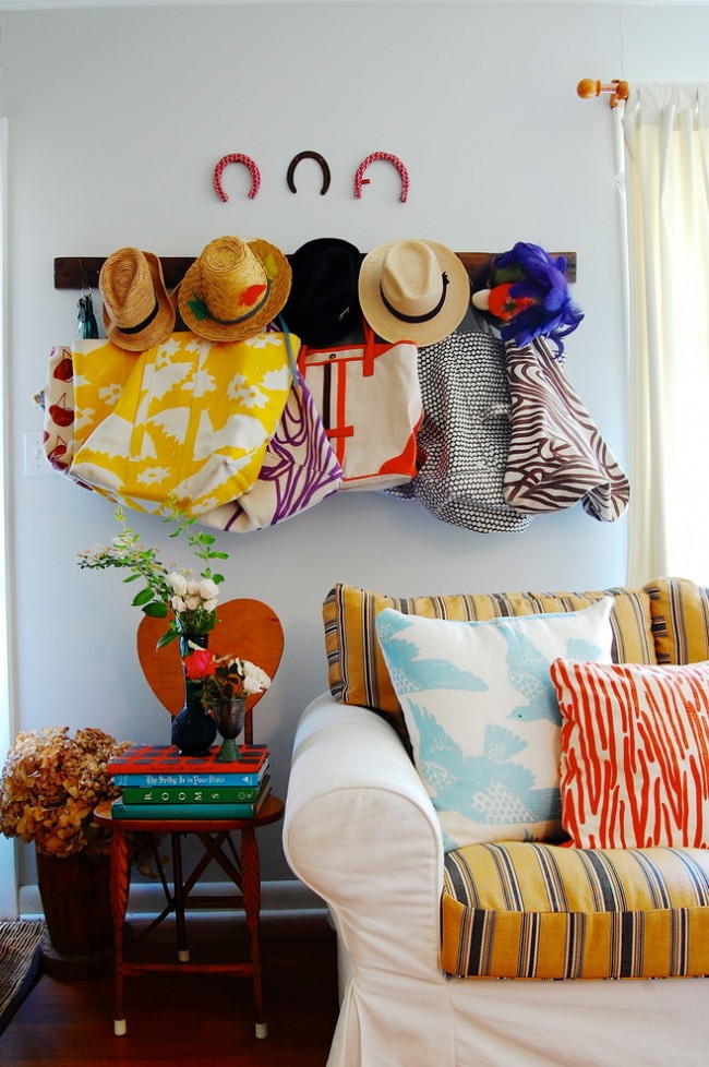 Яркие цвета создают радостную атмосферу в помещении