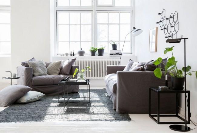 В квартире, где проживают маленькие художники можно приобрести чехлы для мебели темных оттенков