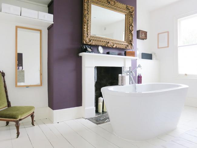 Оригинальное решение - наличие камина в ванной комнате