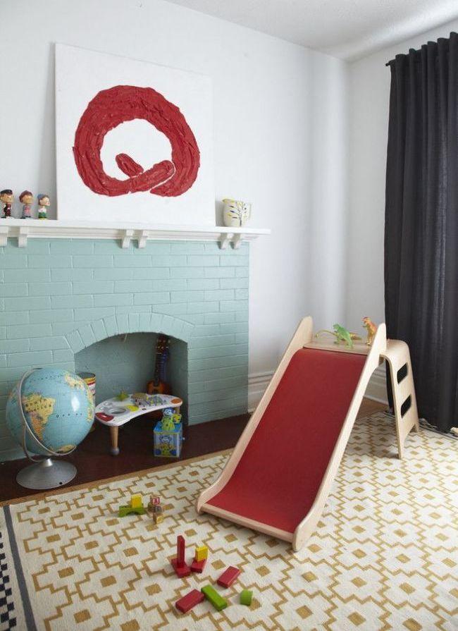 Имитация камина в детской комнате - еще одно местечко для игр
