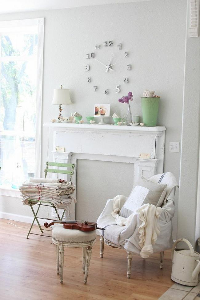 Закрытый каминный проем, своего рода вход в тайную комнату, отвлечь внимание от которого может мебель или предметы декора