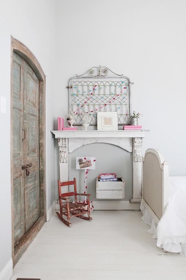 Каминный портал из дерева в детской комнате