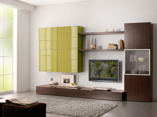 Теплые оттенки корпусной мебели в гостиной в стиле минимализм