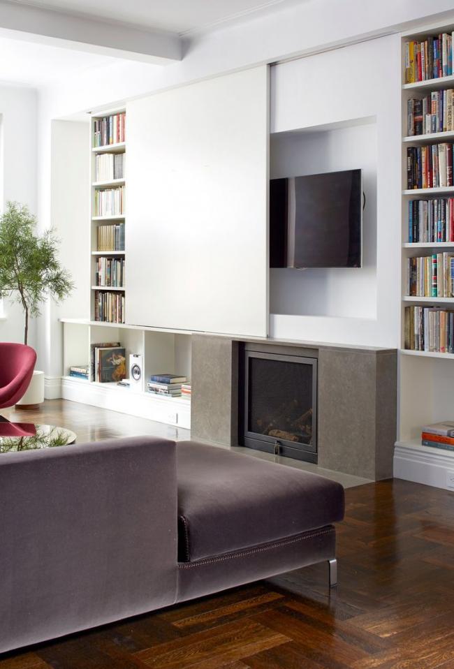 Современная встроенная мебель отлично подойдет для небольшой гостиной
