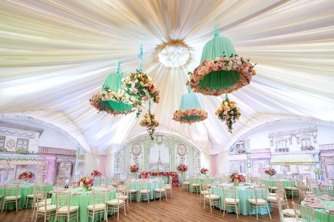 Цвет тиффани смотрится очень модно и свежо. Он отлично подойдет для свадьбы в французском стиле