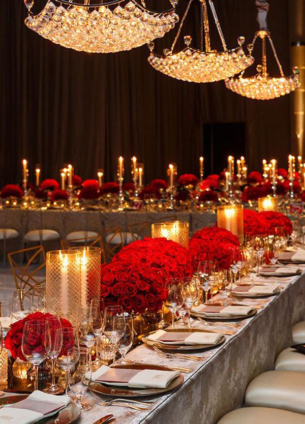 Оформление зала на свадьбу в красном цвете: велюровая скатерть в сером оттенке подчеркнет изящество свадьбы в этом оттенке