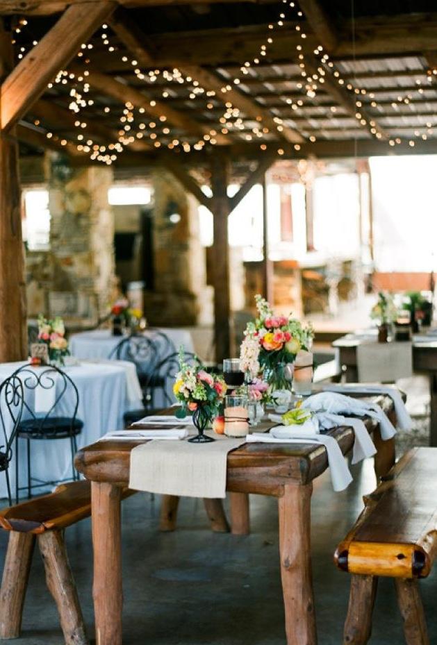 Свадьба в стиле прованс: деревянные столы, кованые стулья, простой и милый декор
