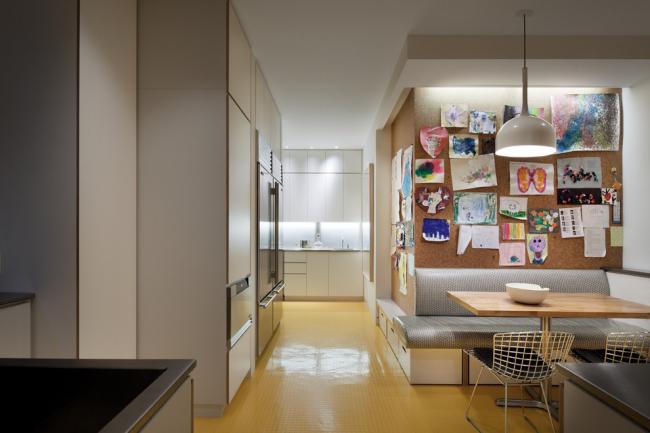Отделка стен пробковыми панелями поможет создать необычный и теплый интерьер на вашей кухне