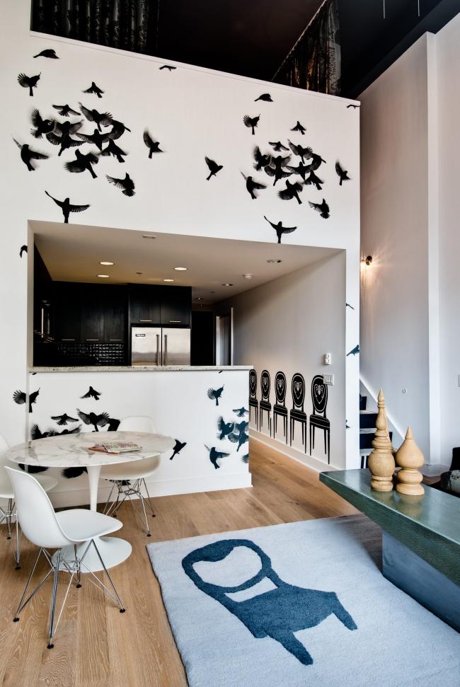 Рисунки на стенах кухни (фото птиц), сделанные с помощью трафарета