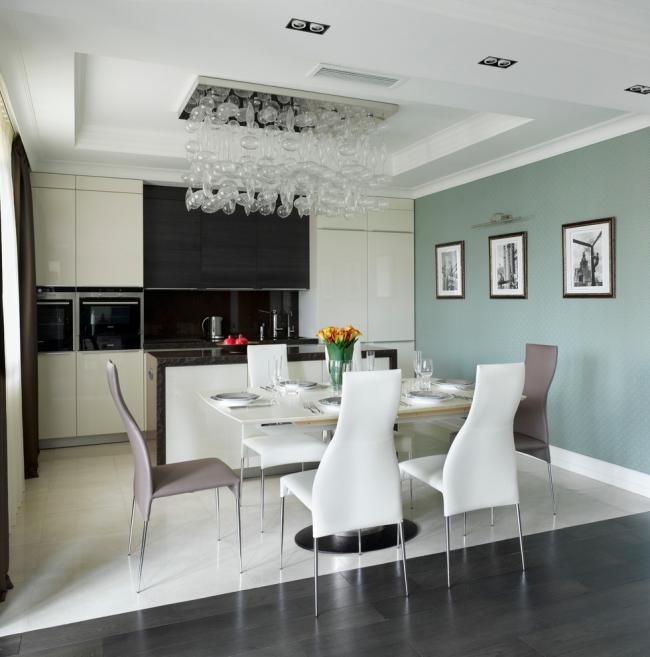 Обои пастельного оттенка - отличный вариант для кухни в стиле современна классика